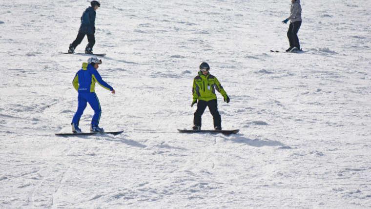 Doškolení snowboardových instruktorů – jak probíhá kurz